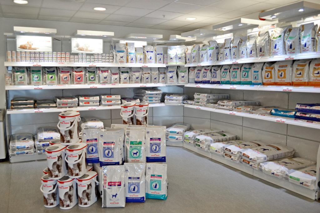Butikken med fôr og diverse utstyr